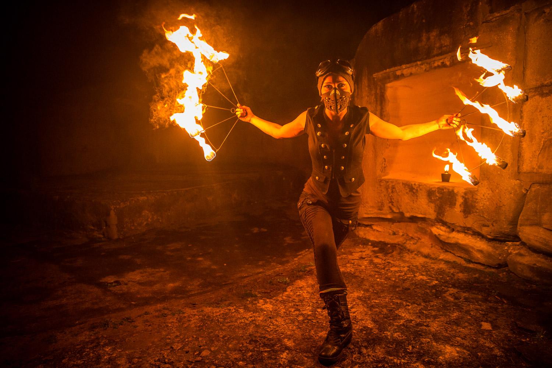 Hannah, fire-spinner